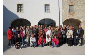 Prosovoljci DI SG pred Pokrajinskim muzejem Celje
