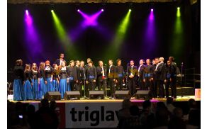 Zaključna pesem zadnjega dneva festivala z vsemi nastopajočimi: ŽVS in MVS Lipa Litija in Klapa Šufit iz Splita