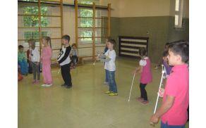 Na OŠ Sv. Jernej smo se skupaj naučili prvih gibov s palico