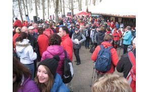 Okoli pet tisoč ljudi po Jurčičevi poti