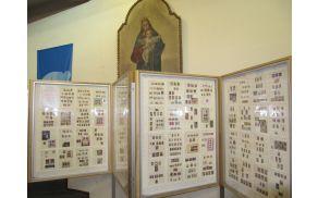 Tisoč božičnih znamk iz 110 držav