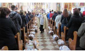 Blagoslov velikonočnih jedi je opravil diakon Roman Ivanetič Foto:Maruša Škufca