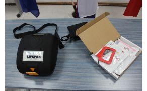 AVTOMATSKI ZUNANJI DEFIBRILATOR - AED