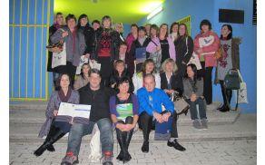 33 usposobljenih socialnih oskrbovalk in oskrbovalcev