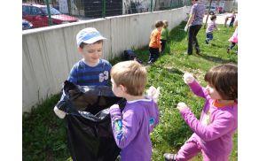 *Tudi najmlajši skrbijo za čisto okolje.