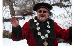 Župan Janez Fajfar je komaj pozdravil vse visoke goste, toliko jih je prišlo...