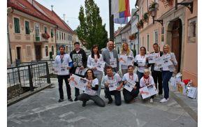 Skupinska slika - lokalni prostovoljci, župan Miran Gorinšek in lokalna koordinatorka Nataša Pučnik (Foto: Aleš Jelenko)