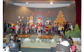 Pevski zbor na novoletni prireditvi POŠ Nova Cerkev