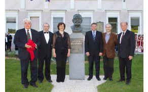Spomenik, posvečen Antonu Bezenšku, stoji pred OŠ Frankolovo, ki nosi njegovo ime.