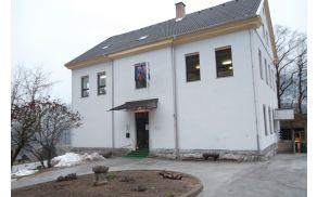 Šola na Bohinjski Beli, s katero gledakišče zelo dobro sodeluje.