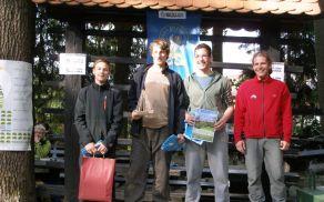 Zmagovalna borovniška ekipa v kategoriji C – skrajno desno načelnik MK PZS Matej Ogorevc