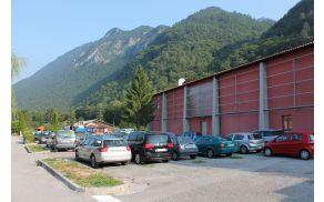 V četrtek, 22. septembra 2016, se bo začela druga faza ureditve parkirišča ob Kulturnem domu Kobarid. Foto: Nataša Hvala Ivančič