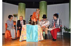 Lucija Žgur, Vasilij Starc, Janja Trošt, Ivica Petrič, Mitja Štokelj in Ivica Frelih (z leve) so nasmejali občinstvo