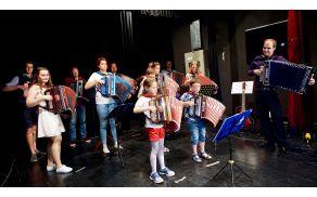 Učenci glasbene šole Polton