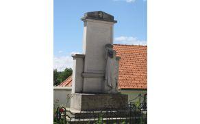 Spomenik žrtvam 1. svetovne vojne pred kriško cerkvijo.