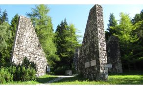 Spomenik pri nekdanjem koncentracijskem taborišču Ljubelj-jug