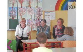 Med podmladkom RK (Magda Kajzba, Katica Pešak in Olga Močenik).