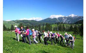 Med vzponom na Bukovec smo uživali v vedno lepšem razgledu in občudovali cvetje (foto: Sonja Zalar Bizjak)