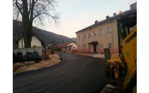 Pogled na sveže asfaltirani del Miklavičeve ceste na Stari postaji