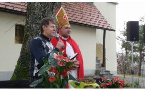 Pri cerkvi sv. Jakoba v Pavli vasi je škof Martin spremenil mošt v vino (foto: TD Tržišče)
