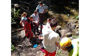 Pokojiščan je preživel več kot 20-metrski padec.