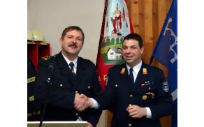 Igor Trček (levo), nosilec najvišjega čina v borovniškem gasilskem poveljstvu
