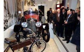 Obiskovalce je skozi razstavo popeljal mag. Boris Brovinsky.