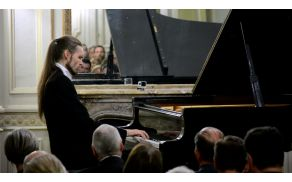 Slovenski pianist Ivan Skrt