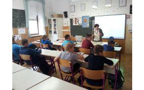 Mentorica Alenka Knez je predstavila vsebino programa krožka