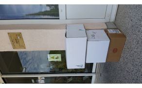 Tri škatle, polne knjig, je prevzel direktor knjižnice Artur Lipovž.