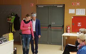demonstracija vodenja slepega