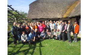 Člani AI Podgorje pred Puhovim muzejem v Juršincih