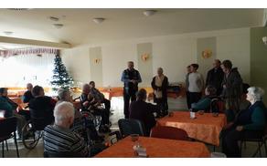 Župan je obiskal starejše občane v Domu upokojencev v Tolminu. Foto: Tanja Skočir
