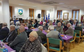 Tradicionalnega srečanja se je udeležilo okoli 50 starejših iz občine Kobarid. Foto: Nataša Hvala Ivančič