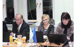 *Irena Špegel Jovan je podala predlog proračuna občine Vojnik za leto 2014.