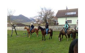 Še ena družinska: Oprčkalova dekleta s svojimi konji