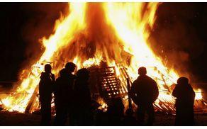 2688_1493107812_bonfire-night-fire-jamesvincent.life_-768x461.jpg