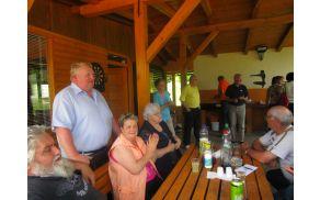 Predsednik DU Mislinja pozdravlja udeležence srečanja