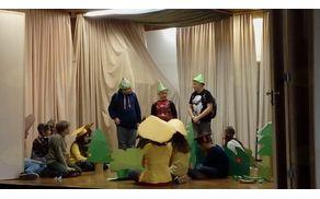 Nastop učencev s predstavo Veliki nemarni škornji (foto: Monika Nataša Krajnc)