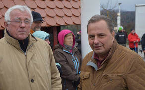 Alojzij Kastelic (desno) v družbi Draga Bulca na Čatežu