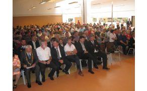 Občani so skupaj z gosti dodobra napolnili dvorano Lopan