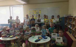 Učenci 1. razreda s knjižničarko