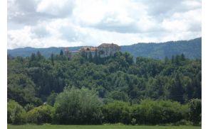 Blejski grad, pogled iz severa, kjer bo šla severna obvoznica.
