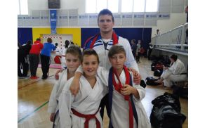 Ekipa za športne borbe s trenerjem Rokom Brbretom