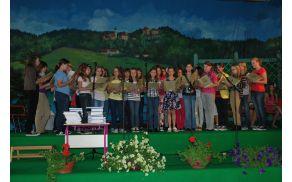 Mladinski pevski zbor OŠ Starše in začetek prireditve ...