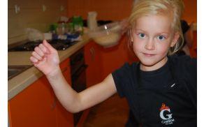 Lara v kuharski opremi