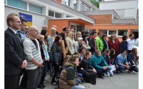 Pred Srednjo šolo Slovenj Gradec in Muta