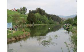 Tekmovalci in tekmovalke na Ribniku Brdinje