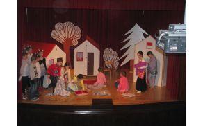 otroška gledališka skupina PŠ Dobrnič (prvo sodelovanje na tovrstnem srečanju)