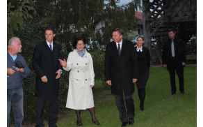 Predsednika je sprejela gospa Milica Kočevar, predsednica društva Izvir.
